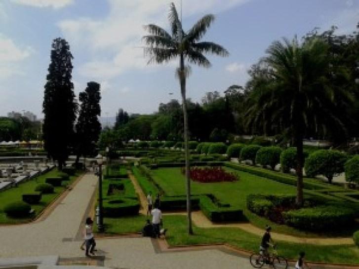 Jardim francês com a fonte desativada. Foto: Patrícia Ribeiro/ Passeios Baratos em SP