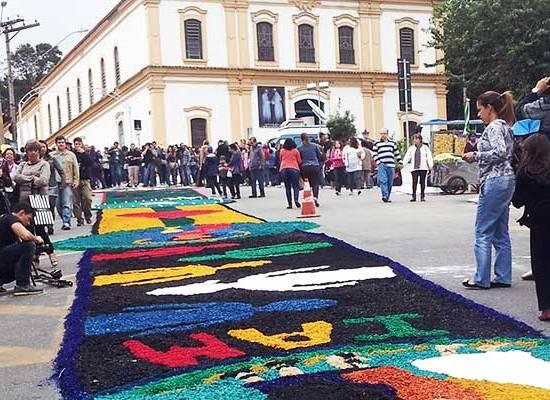 Corpus Christi em Santana do Parnaíba atrai multidão