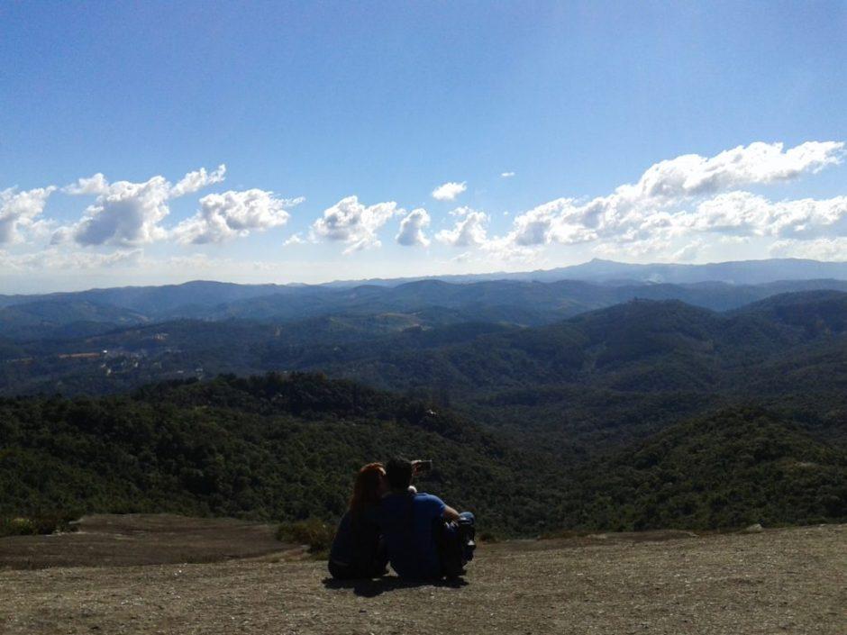 Vista para Serra da Mantiqueira do alto da Pedra Redonda Foto: Patrícia Ribeiro/Passeios Baratos em SP