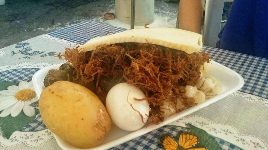 O charquekan acompanha batatas, milho queijo, carne seca desfiada e ovo Foto: Lígia Bonfanti