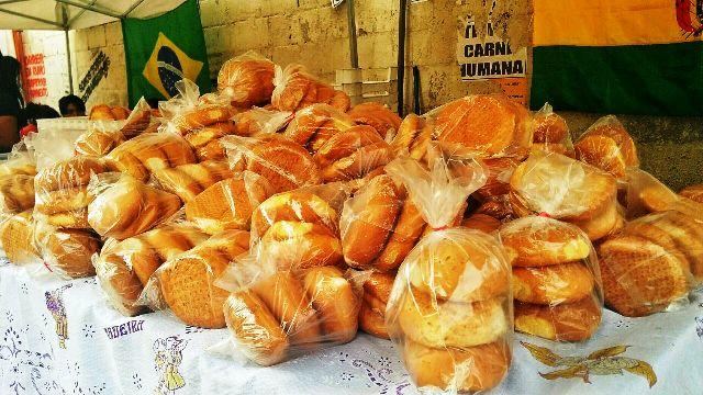 Os clientes podem comprar pães também Foto: Lígia Bonfanti