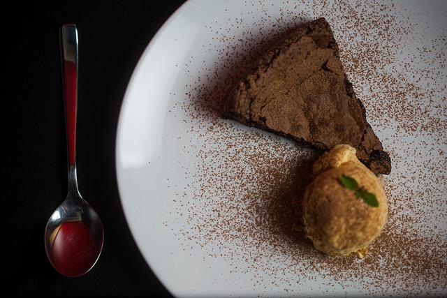 Torta de chocolate com sorvete, não leva farinha nem leite
