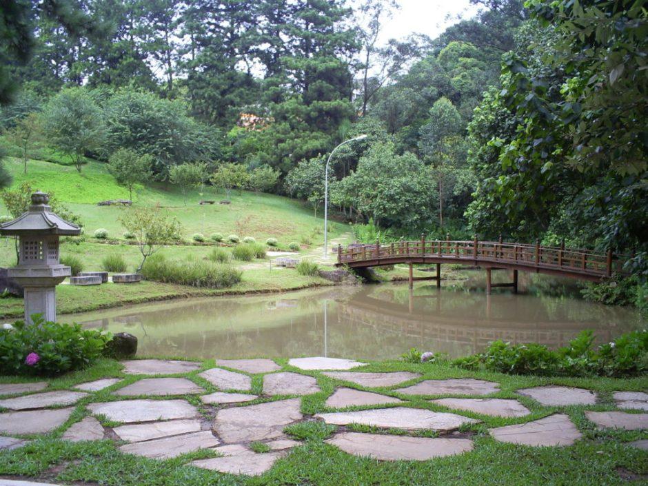 Um belo jardim e lago no Templo Zu Lai Foto: Divulgação