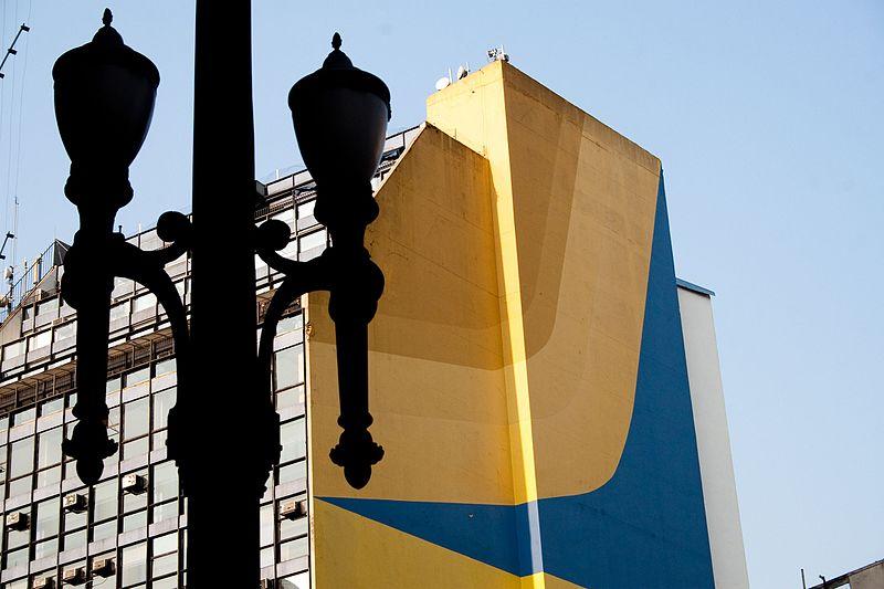 Mural da rua Xavier de Toledo, no centro