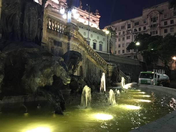 Fonte dos Desejos da Praça Ramos de Azevedo é reativada
