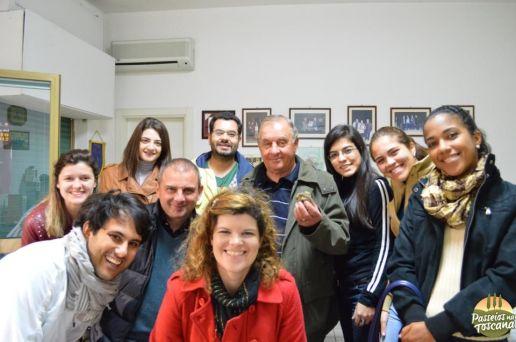 Com Salvatore, seu filho Massimo e vários estudantes brasileiros