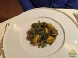 Agnolotti ripieni di parmiggiano, sugo alle lumache del Chianti, porcini e croccante dipana alle erbe