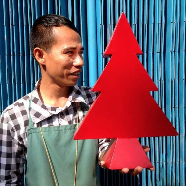 Bric-a-brac_Battambang_metal-christmas-tree-3
