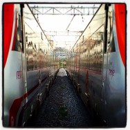 Entre vies! Bon vespre    by Ignasi Clapers passengers, renfe, ubiquography,