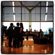Sembla que el mal temps i els controladors em faran arribar tard a casa :(( by Ignasi Clapers airport, aixoesaena, mad, passengers, pontaeri, t4,