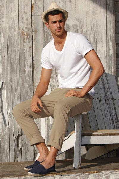 look homme espadrille chino beige et t-shirt blanc