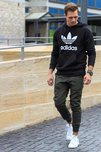 look sportswear homme jogpant kaki et hoodie noir