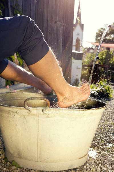 bain de pieds homme