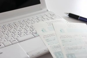 マイナンバーとパソコンとペン