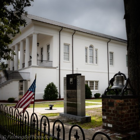 Williamsburg County Courthouse Memorials