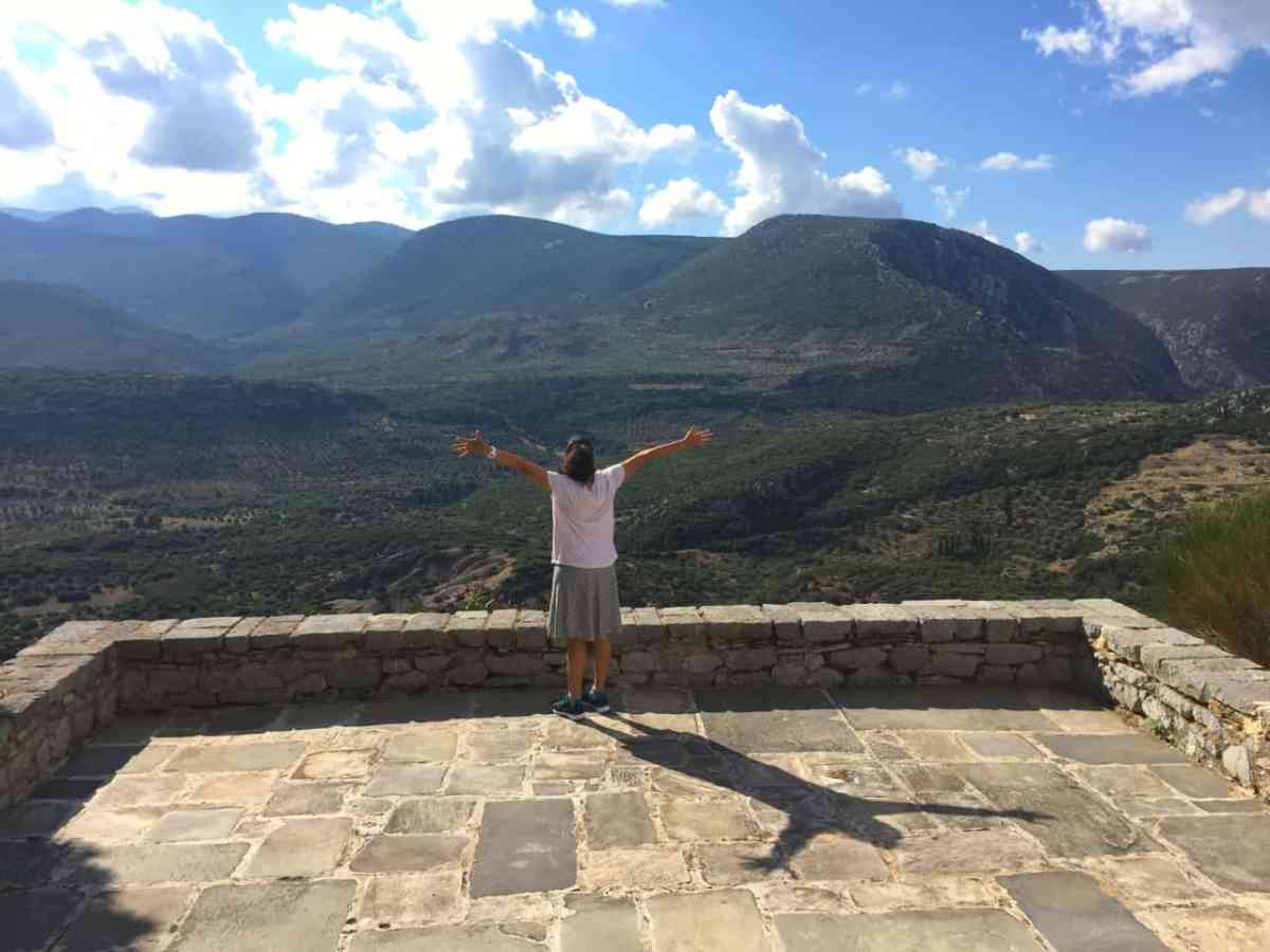 A Day Trip to Ancient Delphi and Hosios Loukas