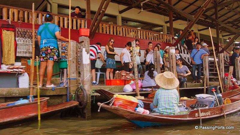 Shopping in the Floating Market, Bangkok