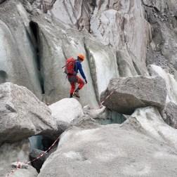 L'épreuve de glace comporte parfois des passages sur rocher (Ph. S. Monari)