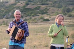 Danse au son de l'accordéon et de la flute. Photo Dédé