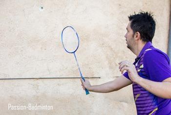 exercice badminton contre le mur
