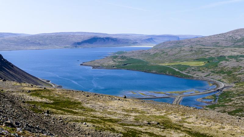 observation d'un fjord pendant un circuit en Islande