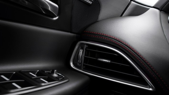 Jaguar XE S V6