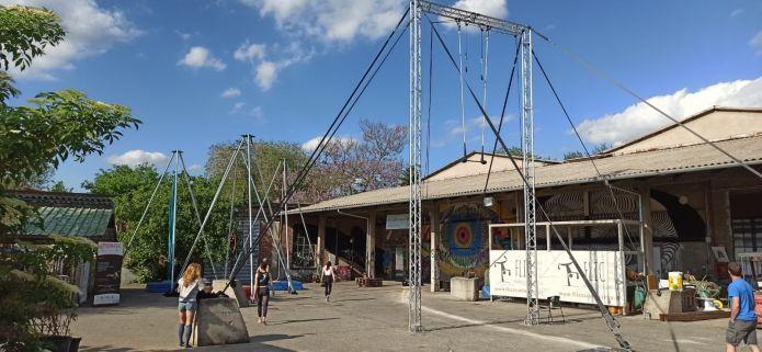 Circo outdoor a Torino con la FLIC Scuola di Circo