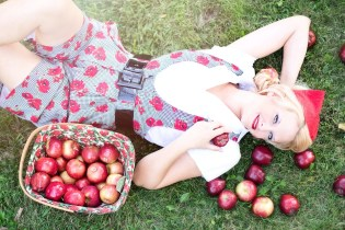 apples-woman-Sfondi- gratis