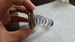 pulizia cinturino in metallo