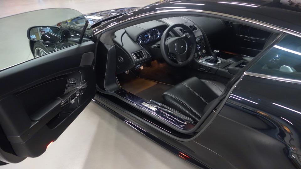 Aston Martin V8 int.