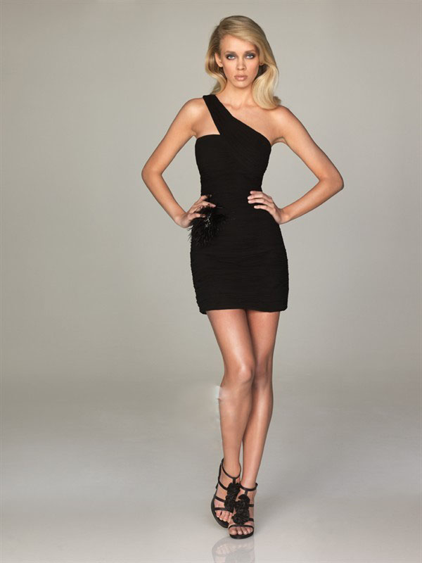 DAZZLING BIG GLAMOUR IN THE LITTLE BLACK DRESS! - STRUTTING IN ...