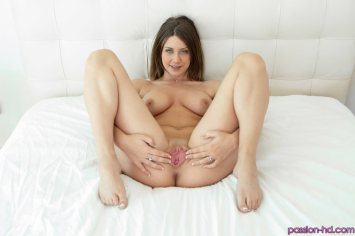 Passion Hd Delilah Blue in Shaving Her Pussy 3