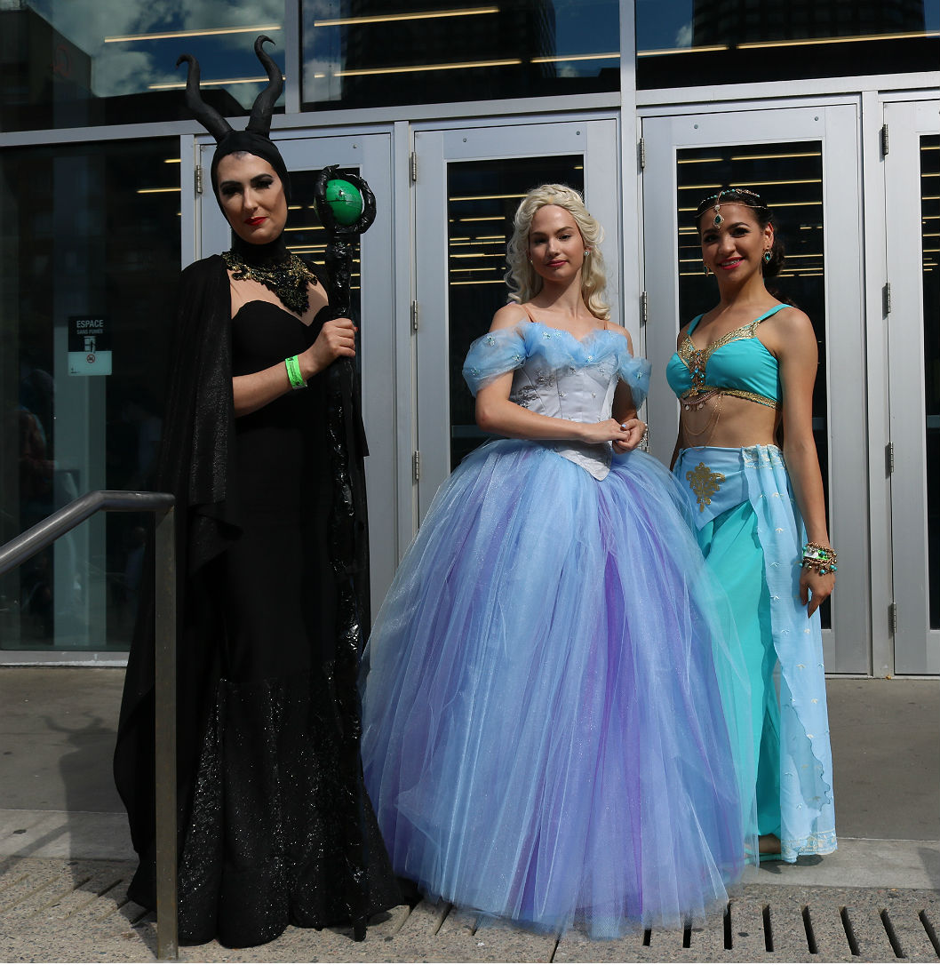 Comiccon princesses and queen