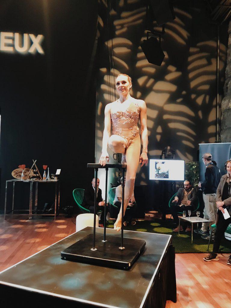 Cirque Eloize prestation Vieux-Montréal photo Passion MTL