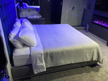staycation romantique en couple lit