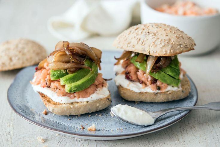 Petits pains garnis au saumon et frites de carottes