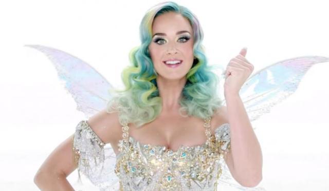 Katy Perry dans le spot publicitaire de Noël H&M