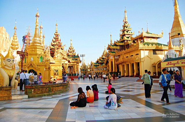 Shwedagon Pagoda: more solemn in the morning