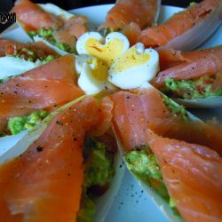 Crunchy chicory, creamy guacamole and salty salmon. perfect combination.