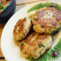 Tuna fritters and juicy tomato salsa