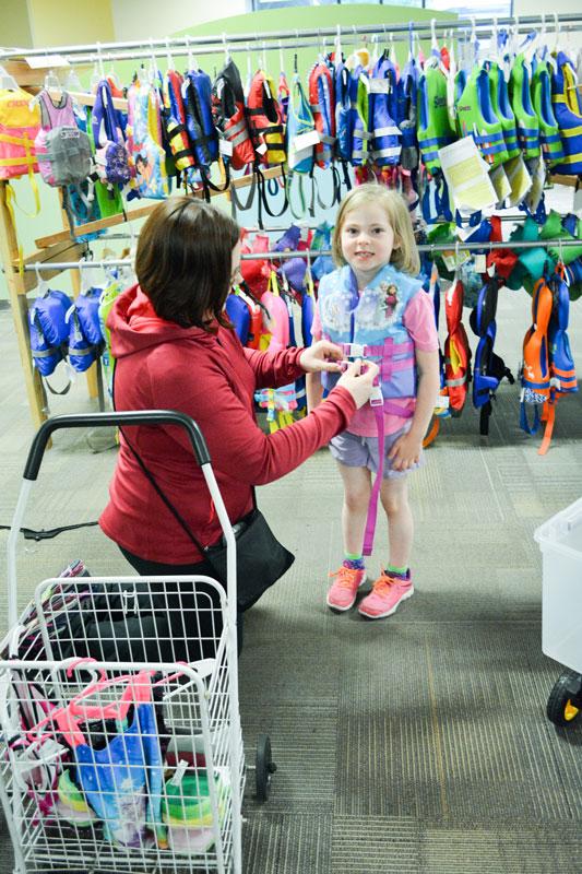 shopper-cerise-lifejacket