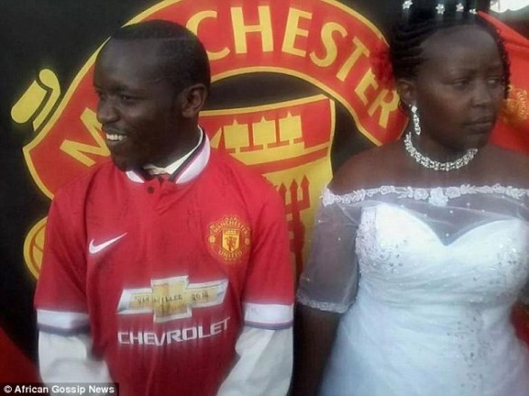 reputable site 2726b 6be60 Photos: Kenyan Manchester United obsessed groom wears jersey ...