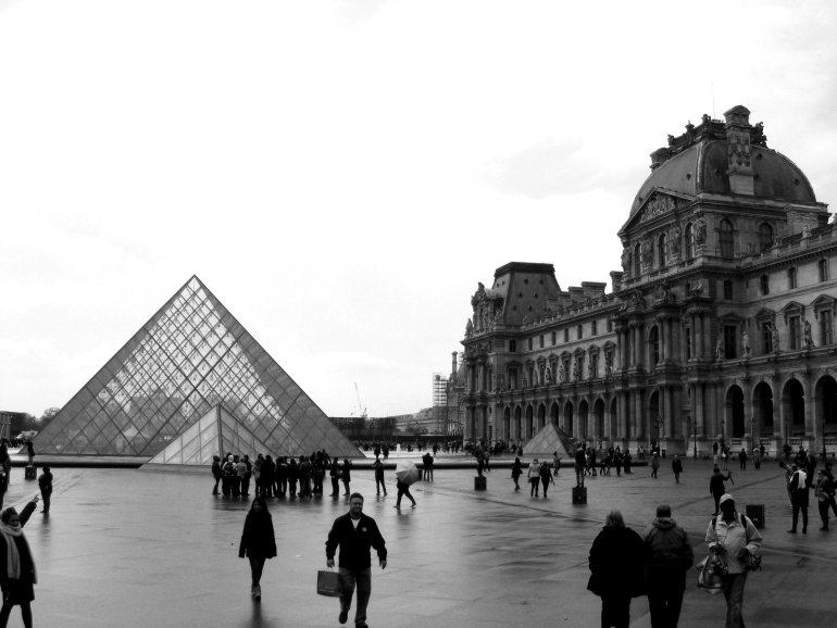 16 Cool Things to Do in Paris - Louvre Pyramid