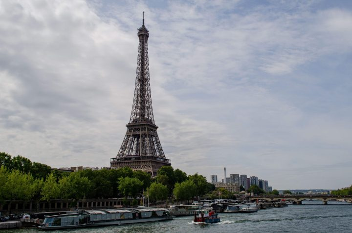 24 Hours in Paris - Eiffel Tower, banks of the Seine