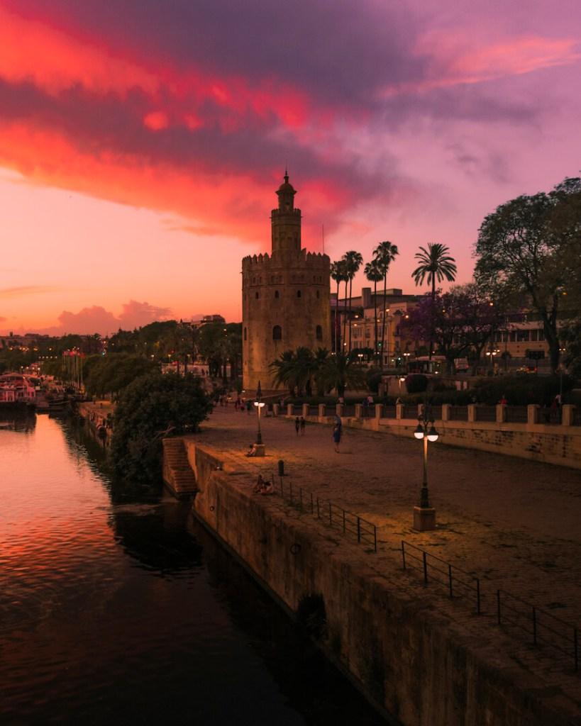 que ver en Torre del oro de Sevilla