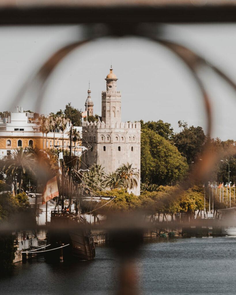 que ver en Puente de Isabel II Sevilla