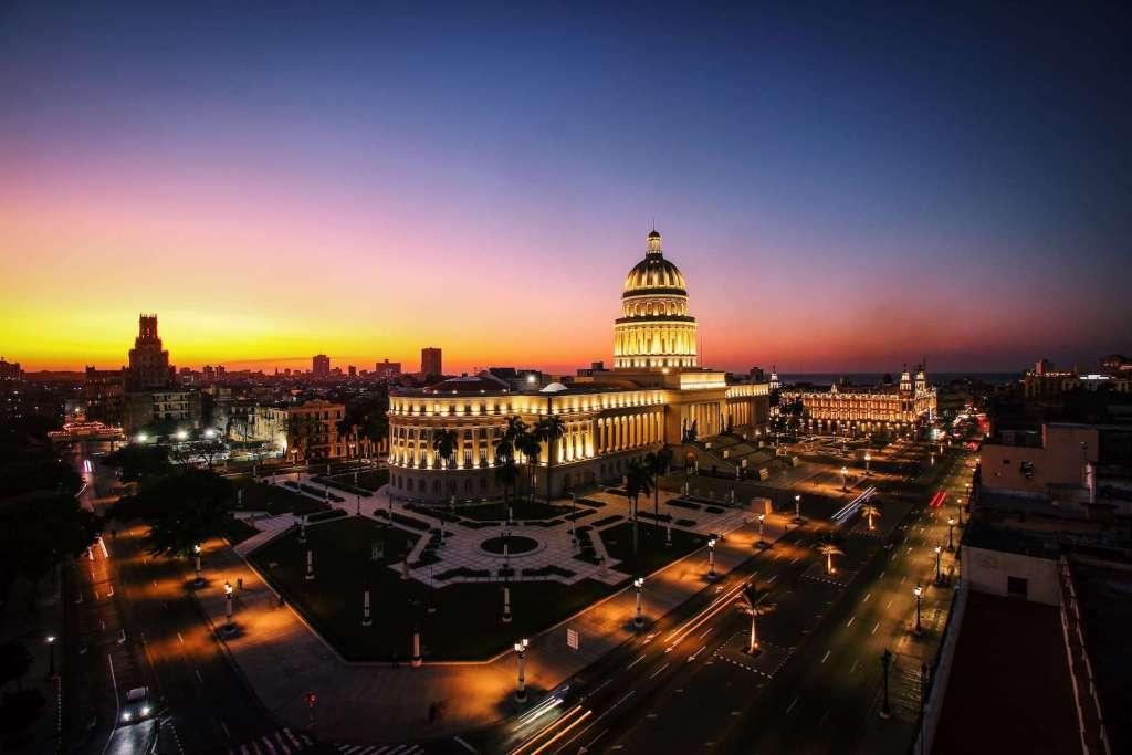 Capitolio de La Habana de noche