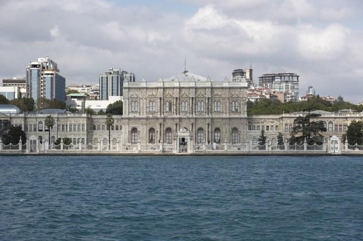 dolmabahce-palace-2394619_1920.jpg