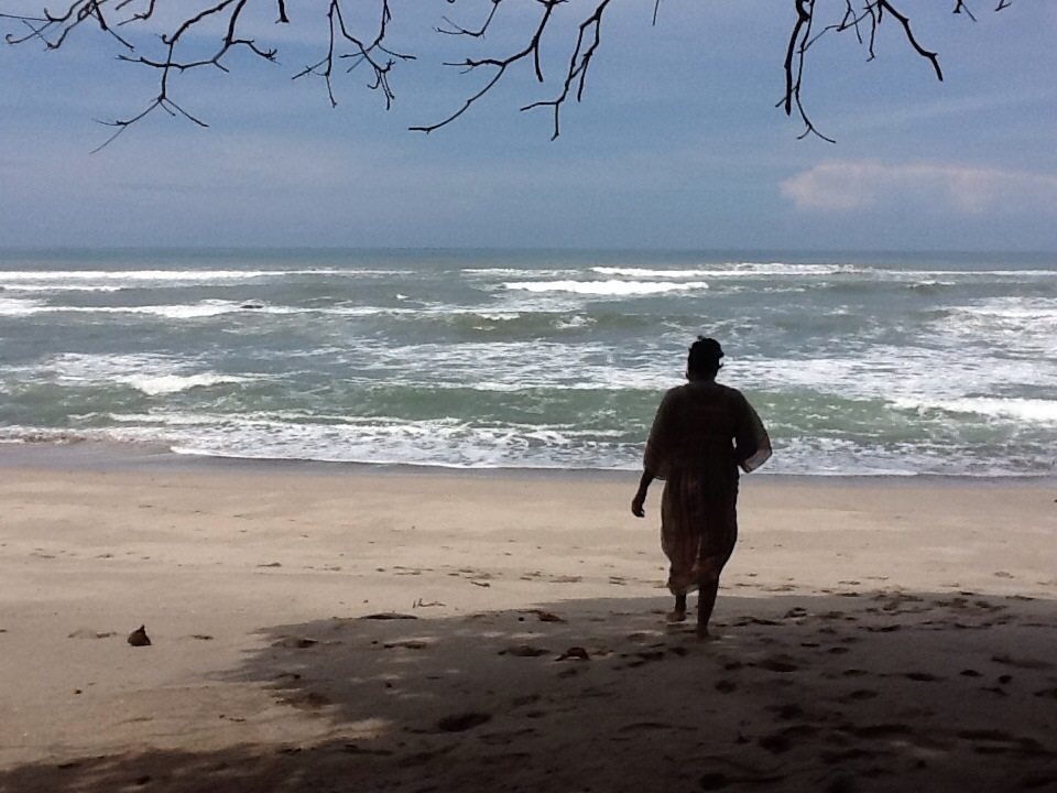 Why Do People Travel | Tomiko on the beach in Costa Rica