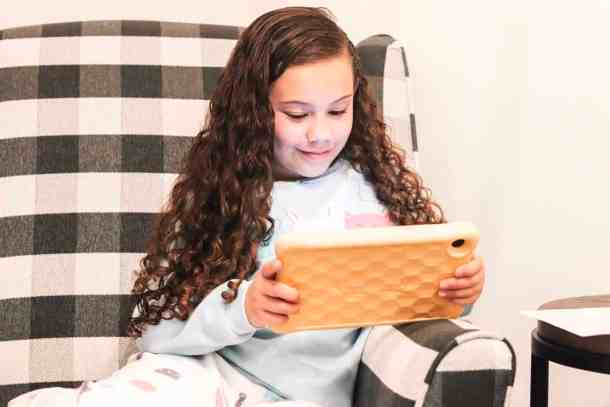 Kids reading books on Amazon Fire HD8